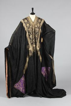 Abaya Saudi Arabia, 1900 Kerry Taylor Auctions All of this old Thobes had Triangular  Shapes under each sleeve to protect against evil (Pharyah)