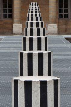 Les Deux Plateaux, communément appelée « colonnes de Buren », est une œuvre d'art de Daniel Buren réalisée avec l'aide de Patrick Bouchain dans la cour d'honneur du Palais-Royal à Paris,