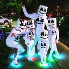 Family goals 😍😍😍marshmello Keep it Mello Halloween Costumes Kids Boys, Family Costumes, Halloween 2019, Fall Halloween, Halloween Party, Halloween Treats, Dj Marshmello Costume, Marshmallow Costume, Marshmello Dj