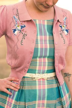 Vintage Fashion: Hummingbirds and Pastel Tartan Look Retro, Look Vintage, Retro Fashion, Vintage Fashion, Womens Fashion, Gothic Fashion, Pretty Outfits, Beautiful Outfits, Mode Outfits