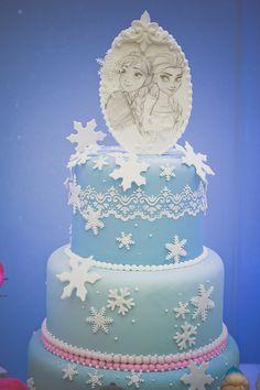 Festa Frozen: ilustração super original feita à mão para o topo do bolo.