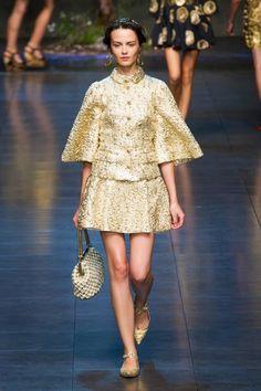 A coleção Dolce e Gabbana Primavera Verão 2014, teve por inspiração a cultura siciliana, principalmente no que tange a sua integração c...