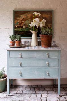 Dialogue with a chest of drawers