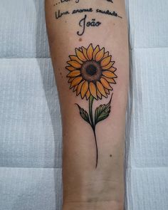 New sunflower tattoo sleeve daisies 21 ideas Sunflower Tattoo Simple, Sunflower Tattoo Sleeve, Sunflower Tattoo Shoulder, Flower Tattoo Arm, Sunflower Tattoos, Sunflower Tattoo Design, Knuckle Tattoos, Leg Tattoos, Arm Tattoo