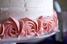 A step by step photo tutorial on how to decorate a rose ombre cake. Buttercream Recipe, Frosting Recipes, Buttercream Roses, Chocolate Buttercream, Big Cakes, Fancy Cakes, Just Desserts, Dessert Recipes, Delicious Desserts