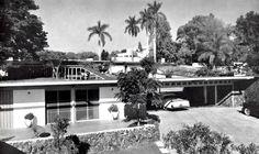 Vista de la casa de huéspedes y de entrada, Casa Culbertson, Cuernavaca, Morelos, México 1957  Arq. Arnold W. Tucker  Foto. Brehme -  View of the guest house and entrance, Casa Culbertson, Cuernavaca, Morelos, Mexico 1957