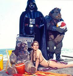 Star Wars Cast, Leia Star Wars, Star Wars Princess Leia, Star Trek, Princess Leia Slave, Star Wars Pictures, Star Wars Images, Carrie Fisher Beach, Princess Leia Bikini
