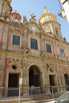 Iglesia de San Luis de los franceses, Sevilla. Esta iglesia mandada construir por la comunidad religiosa jesuita, constituye unos de los referentes de la arquitectura barroca andaluza, y del más puro gusto sevillano. Diseñada por Leonardo de Figueroa, en el s. XVIII, fue declarado BIC en el año 1646. Spain And Portugal, Portugal Travel, Spain Travel, Places Ive Been, Places To Go, Sevilla Spain, Southern Europe, European Destination, Historical Architecture