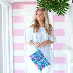 Sometimes the right clutch is all that it takes to pull an outfit together! Whether you are planning a night out with your favorite bridesmaids or getting ready together the morning of your big day, this zippered bag is the perfect size to hold everything you need. Monogram Clutch, Monogram Tote Bags, Personalized Bridesmaid Gifts, Wet Bag, Custom Bags, Clutch Bag, Purse, Cosmetic Bag, Bag Accessories