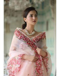 Organza Saree, Chiffon Saree, Net Saree, Saree Blouse Patterns, Saree Blouse Designs, Modern Saree, Saree Trends, Indian Fashion Dresses, Stylish Sarees