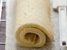 Découvrez la recette Biscuit roulé japonais façon Sébastien Bouillet sur cuisineactuelle.fr.