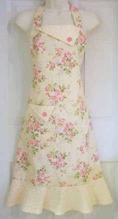 Floral Full Apron , Women's Full Apron, Cottage Chic, Yellow Floral , Floral Apron , Vintage Style , Cottage Roses, KitschNStyle