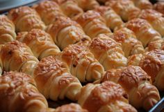 Sajtos croissant Czech Recipes, Ethnic Recipes, Easy Dinner Recipes, Sausage, Food And Drink, Cooking Recipes, Pizza, Bread, Homemade