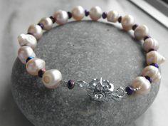 Pulseira pérolas e cristais http://ezequielsilvapinto.wixsite.com/abishagbijuteriaarts Dúvidas, esclarecimentos e vendas: abishag.bijuteriaartesanal@gmx.pt  tel: 915 836 174
