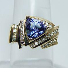 .Beautiful Tanzi w/ diamonds in gold