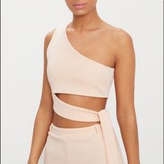 Shop Women's PrettyLittleThing Pink Cream size 6 Crop Tops at a discounted price at Poshmark. Description: Nude, one shoulder Size medium. Yoga Fashion, Fashion 2020, Fashion Outfits, Womens Fashion, Crop Top Outfits, Summer Outfits, How To Tie Shoes, Fiesta Outfit, Classy Dress