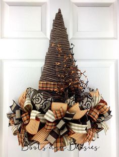 Witch hat wreath Source by Halloween Witch Wreath, Fall Halloween, Halloween Decorations, Halloween Witches, Fall Decorations, Halloween Halloween, Thanksgiving Wreaths, Holiday Wreaths, Wreath Crafts