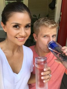 Sean & Catherine Lowe Sipping from the Amazing Fruit Infuser Water Bottle!