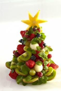 Christmas fruit tree-- cannot wait to make this for Christmas! Fruit Christmas Tree, Tropical Christmas, Vegan Christmas, Christmas Cooking, Xmas Tree, Vegan Wedding Cake, Pineapple Fruit, Incredible Edibles, Edible Arrangements