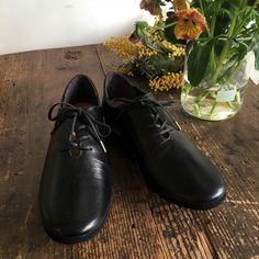 """限定カラー """"ツヤあり""""ブラック登場です! 数量限定商品となります。  足に負担の少ないヤギの革を使用したシンプルだけど飽きのこないデザインのレースアップです。  #スリッポン #レディースシューズ #ぺたんこ靴 #unjour #らくちん靴 #職人技 #靴 #レディースレースアップ #レースアップレディース #バレエシューズ Doc Martens, Oxford Shoes, Fashion, Moda, Fashion Styles, Fashion Illustrations"""