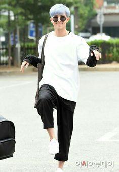 Eu amo Kim Namjoon <33 Se alguém atacar ele eu destruo,ninguém machuca meu baby  Seria Kim Namjoon o amor da minha vida?Sim ou claro?Provavelmente sim... ∆ i love this picture ∆
