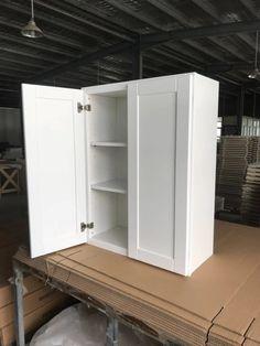 White Shaker Cabinets, Bathroom Medicine Cabinet, Lockers, Locker Storage, Furniture, Home Decor, White Dressers, Decoration Home, Room Decor
