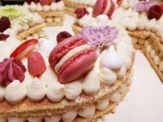 Découvrez comment réaliser très simplement un délicieux Number Cake avec une génoise et une ganache montée chocolat blanc sur Les desserts de Stéphanie!