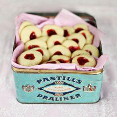 Jam Cookies LOVE THE TIN!