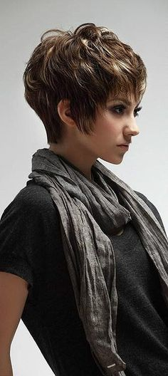 Chunky layered short hair style