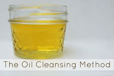 The Oil Cleansing Method for face - for oily, acne prone skin use 2 parts castor oil and 1 part jojoba (with a little tea tree oil thrown in) Organic Skin Care, Natural Skin Care, Castor Oil Eyebrows, Oil Cleansing Method, Facial Cleansing, Be Natural, Natural Beauty, Natural Living, Natural Face
