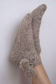 trendy knitting gloves tutorial patterns - Her Crochet Crochet Socks, Knitting Socks, Baby Knitting, Knit Crochet, Knitted Booties, Knitted Slippers, Woolen Socks, Knitting Patterns, Crochet Patterns