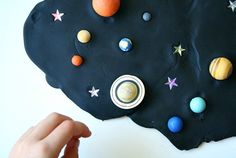 Kids can learn about the night sky and planets with this outer space play dough invitation for preschool and kindergarten. Quiet Time Activities, Kids Learning Activities, Fun Learning, Toddler Learning, Solar System For Kids, Solar System Projects, Space Party, Space Theme, Sistema Solar