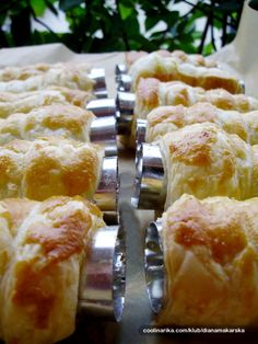 Hvala seki na predobroj kremi od vanilije! Albanian Recipes, Albanian Food, Cake Recipes, Dessert Recipes, Vanilla Cream, Deserts, Rolls, Food And Drink, Cooking Recipes