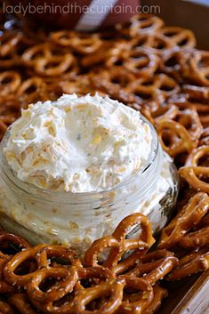 Beer Dip 4 - 8 ounce cream cheese, softened cup beer 2 envelopes ranch salad dressing mix 4 cups shredded cheddar cheese pretzels In a large bowl, beat the cream cheese, beer and dressing mix until blended. Stir in cheese. Serve with pretzels. Yummy Appetizers, Appetizers For Party, Appetizer Recipes, Snack Recipes, Cooking Recipes, Snacks, Pretzel Dip Recipes, Party Dips, Cold Dip Recipes