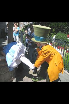 The hatter helping Alice look in the well hahaha!