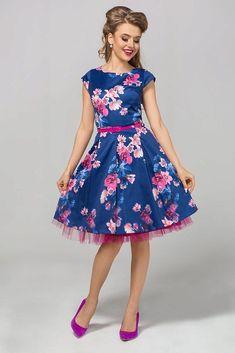 """Nádherné šaty jako stvořené na svatby, plesy, párty, večírky nebo na pracovní schůzku. Švestkově modrá barva s potiskem barevných květů spolu s perfektním střihem jsou hlavními trumfy těchto krásek. Pohodlný střih s lodičkovým výstřihem, krátkým rukávkem, zapínáním na zadní straně na skrytý zip, součástí růžový pásek, Materiál 95% polyester, 5% elastan. Pro bohatší objem sukně doporučujeme doplnit spodničkou v délce 23"""". African Braids Hairstyles, Braided Hairstyles, Princess, Hair Styles, Vintage, Dresses, Fashion, Autos, Hair Plait Styles"""
