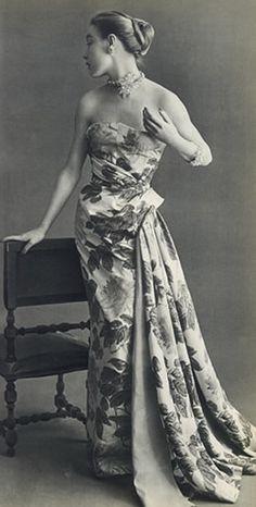Regilla ⚜ Schiaparelli couture, 1952