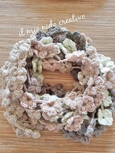 Comincio questo post augurando buon anno a tutti!!! Ho trascurato un pochino il blog perché è stato un periodo molto impegnativo e ho anch... Freeform Crochet, Crochet Art, Crochet Poncho, Love Crochet, Crochet Gifts, Crochet Scarves, Crochet Flowers, Yarn Crafts, Diy And Crafts