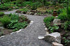 Mökkipuutarhaa alkukesällä Stepping Stones, Gardening, Outdoor Decor, Ideas, Home Decor, Homemade Home Decor, Lawn And Garden, Interior Design, Home Interiors