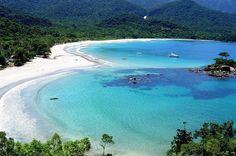 Praia do Castelhanos na Ilha Bela, a maior ilha no litoral brasileiro. Localizada em #SãoPaulo, a ilha tem 40 km de praias e uma paisagem magnifica de florestas tropicais com trilhas para caminhadas, cachoeiras e até uma nascente http://www.bestday.com.br/Sao-Paulo-Brasil/ReservaHoteis/