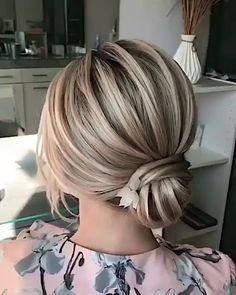 Frisuren - beautiful hair styles for wedding Medium Bob Hairstyles, Braided Hairstyles, Thick Hairstyles, Bob Haircuts, Formal Hairstyles, Medium Hair Cuts, Medium Hair Styles, Long Hair Styles, French Haircut
