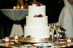 Historic Courtyard Wedding in Downtown Charleston #wedding #weddingcake #cake