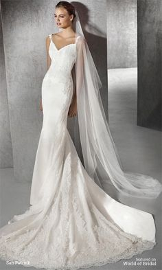 Mermaid wedding dress in satin with tulle and lace appliqués. Sweetheart bodice with straps decorated with lace appliqués.