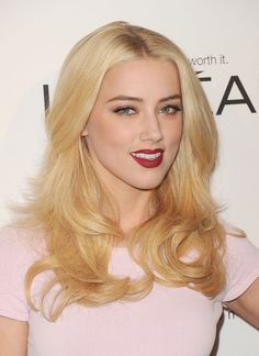 Amber Heard Metallic Eyeshadow - Amber Heard's metallic copper eyeshadow was the only hint of shimmer and shine in her look at the 'Elle' Annual Women in Hollywood Tribute. Amber Heard Hair, Amber Heard Photos, Copper Eyeshadow, Metallic Eyeshadow, Teresa Mary Palmer, Sultry Makeup, Loose Curls Hairstyles, Beauty Lookbook, Red Carpet Hair