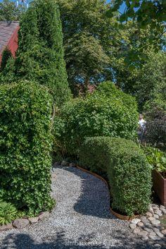 Ateljé Harmoni och Glädje — Almbacken Trädgårdsdesign Stepping Stones, Sidewalk, Outdoor Decor, Gardens, Home Decor, Stair Risers, Outdoor Gardens, Garden, Interior Design