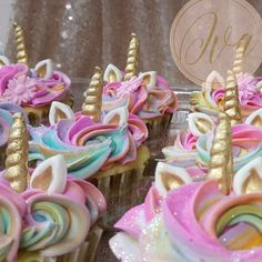 Unicorn cupcakes order plain cupcakes at sam s and cut out horn and ears and sprinkle with rainbow sprinkles – Artofit Unicorn Birthday Parties, 10th Birthday, Birthday Fun, Birthday Ideas, Baby Shower Unicornio, Fete Marie, Unicorn Themed Birthday, Unicorn Foods, Unicorn Baby Shower