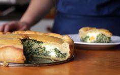 Torta pasqualina para servir na Sexta-feira Santa: receita tradicional de espinafre também cai muito bem para o dia a dia.