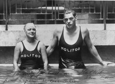 0 Johnny Weissmuller in the pool Molitot