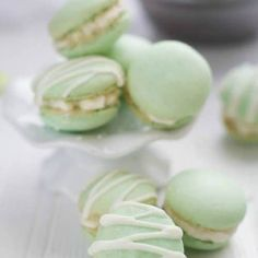 Coconut Key Lime Macarons - filled with fresh key lime buttercream and toasted coconut make the perfect tropical inspired treat for summer. French Macarons Recipe, French Macaroons, Köstliche Desserts, Delicious Desserts, Yummy Food, Lemon Desserts, Key Lime Macarons, Key Lime Buttercream, Buttercream Filling