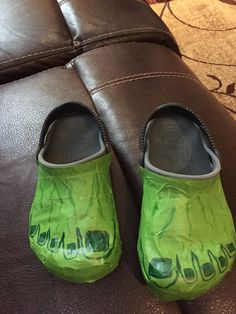 DIY No-sew Hulk feet using crocs and green painters tape!